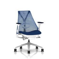 Fauteuil Sayl Herman Miller Fog-Blanc / Dossier Suspension Berry Blue / Assise Scuba