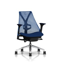 Fauteuil Sayl Herman Miller Alu Poli-Noir  / Dossier Suspension Berry Blue  / Assise Scuba