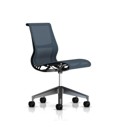 Siege Setu Herman Miller Graphite / Structure Graphite / Lyris Berry Blue