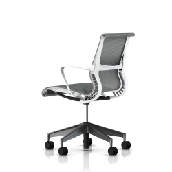 Fauteuil Setu Herman Miller Graphite / Structure Studio White / Lyris Alpine