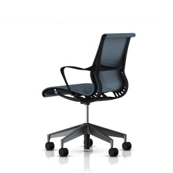 Fauteuil Setu Herman Miller Graphite / Structure Graphite / Lyris Berry Blue