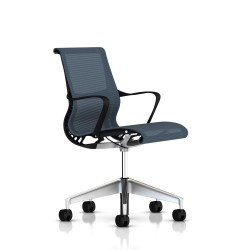 Fauteuil Setu Herman Miller Alu Semi Poli / Structure Graphite / Lyris Berry Blue